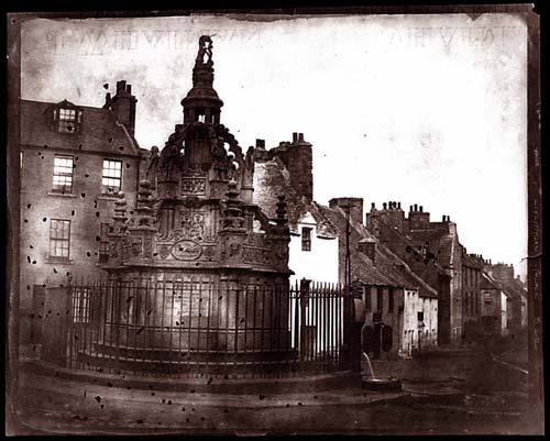 Close view of the 1807 fountain in the Linlithgow town Square; links to further information about this photograph