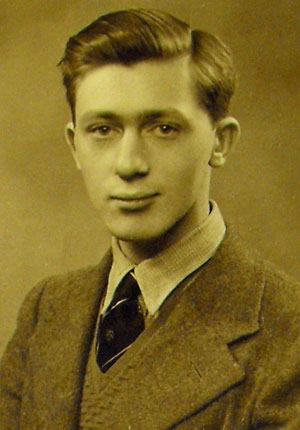Edwin Morgan, photographed in 1940, aged 20. (MS Morgan 917/11, page 2147)