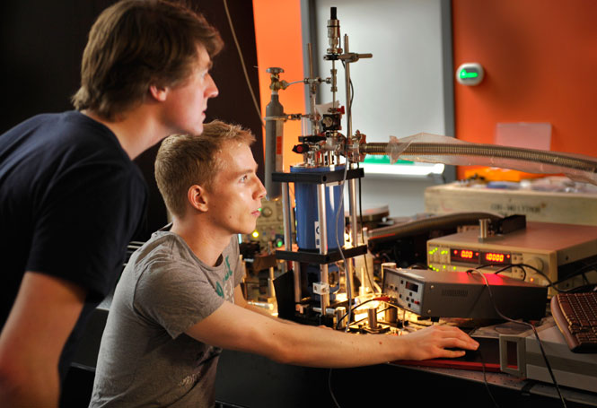 Orange laser lab in the Ultrafast Chemical Physics group