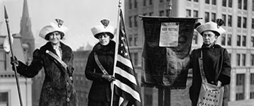 sufragettes with flag By The Library of Congress [Public domain], via Wikimedia Commons