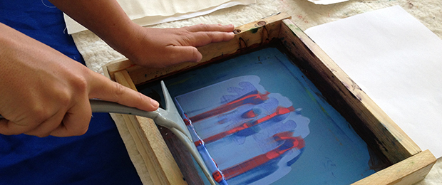 hand doing screen printing