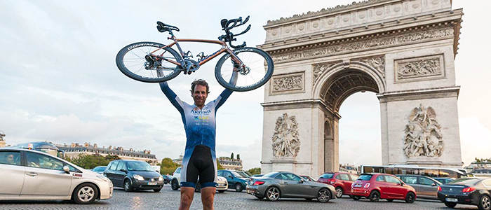 Image Tweeted by Guinness World Records showing Mark Beaumont finishing his round-the-world cycle in September 2017