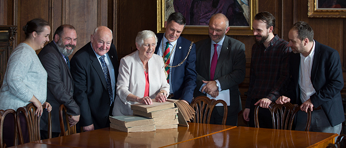 A rare Braille collection of the complete works of Robert Burns has been gifted to the University of Glasgow