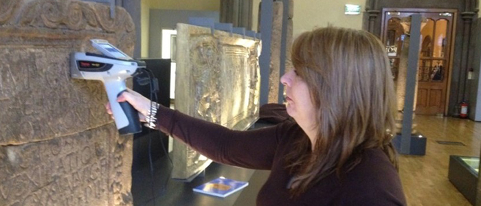 Image of Dr Louisa Campbell using a p-XRF machine