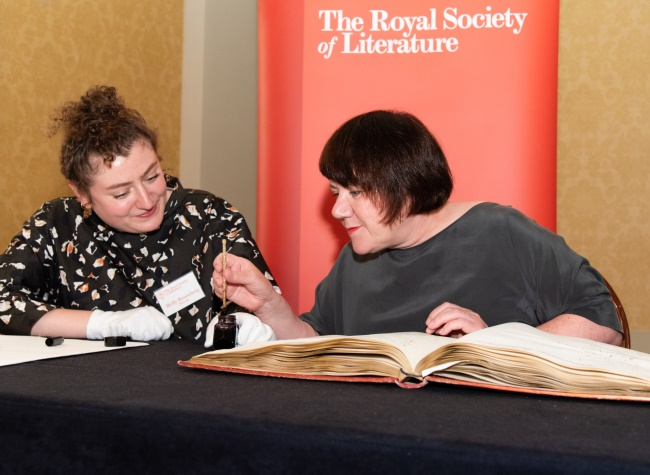 Professor Louise Welsh signs the RSL fellowship roll with Lord Byron pen Credit Adrian Pope