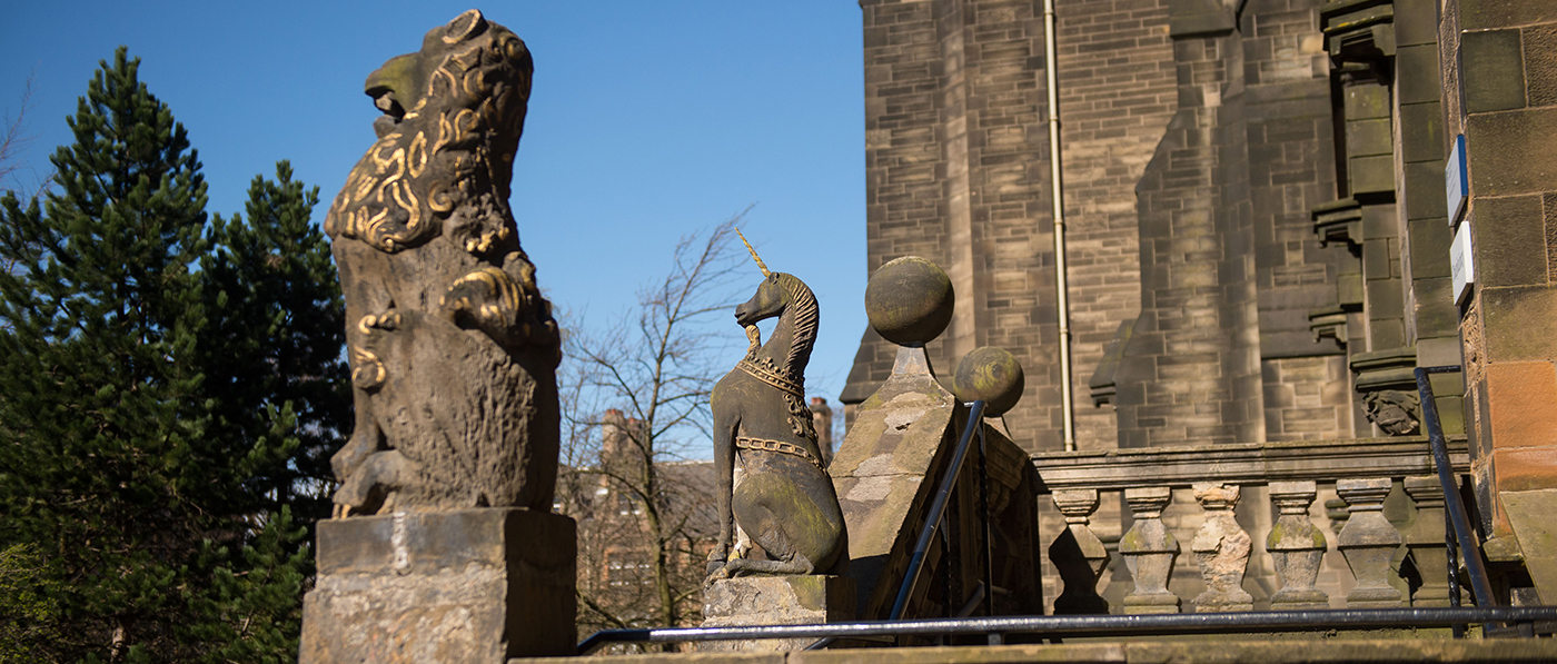Image of lion and unicorn statues outside glasgow university chapel