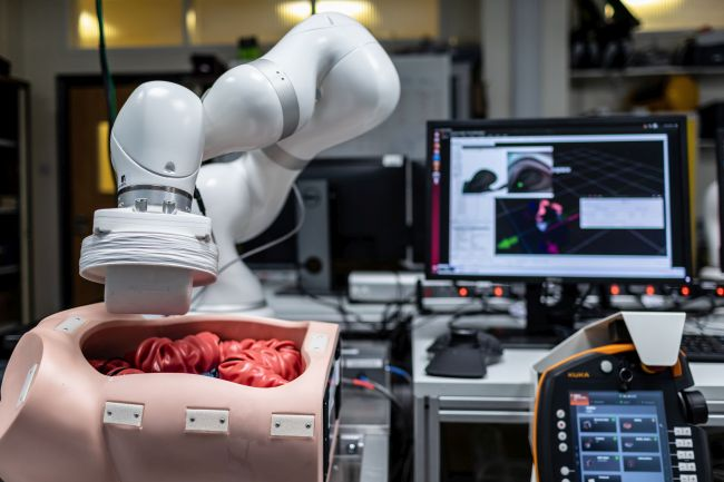The robotic arm uses magnetic forces to guide the Sonopill through colon. Picture credit: University of Leeds