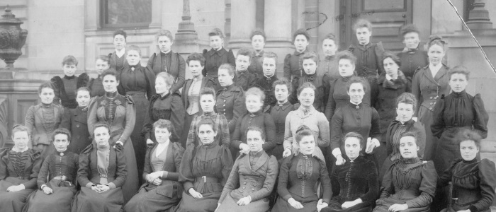 Queen Margaret Medical School students outside QMC 1892-1893  © University of Glasgow Archive Services